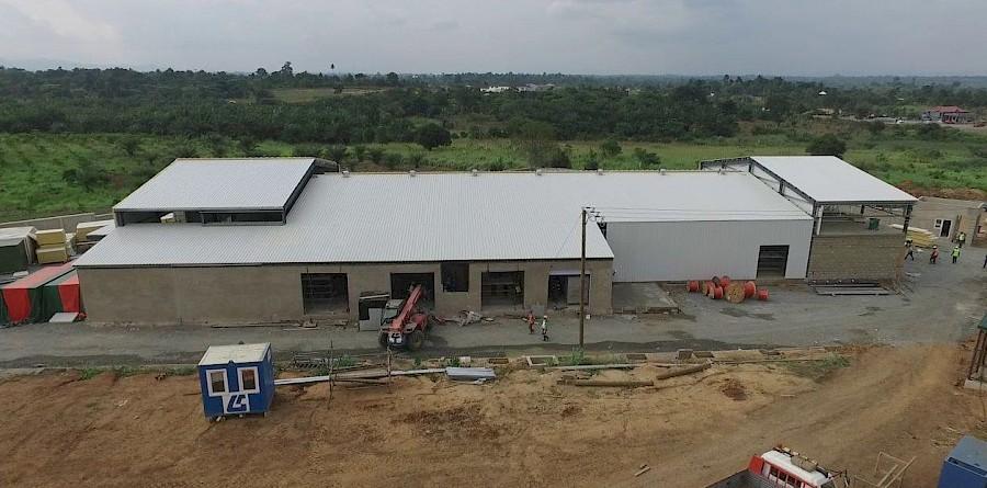 Fabrikgebäude von fairafric